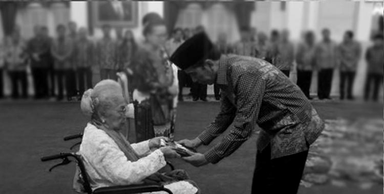 President Jokowi Awards National Hero Title to Four Figures